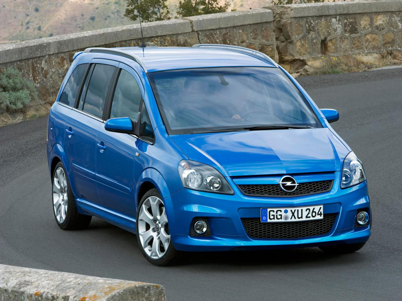luxury fast cars wallpapers opel zafira 2010 wallpapers and specs. Black Bedroom Furniture Sets. Home Design Ideas